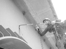 ロープアクセス 技術を使用した橋梁点検の写真