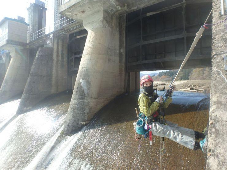 ダム点検中の写真